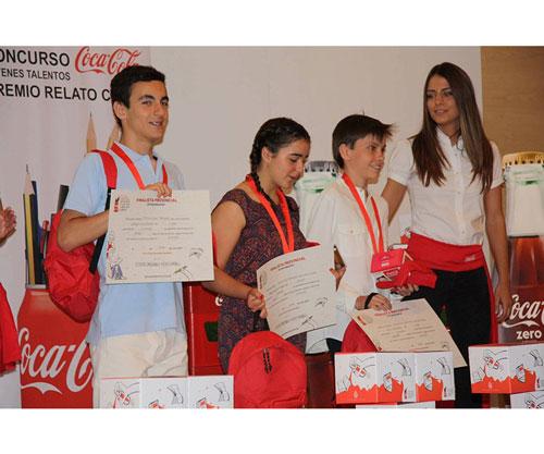 Escritor Víctor Lopez ganador del premio coca-cola jóvenes talentos