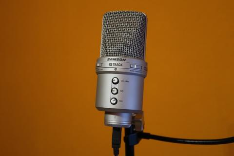 microphone-2247471_640