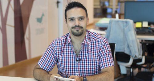 Pablo Carrión, autor de 'El privilegio de la luz', visita las oficinas de ExLibric.