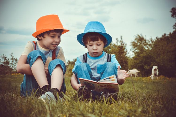 Con estos autores asegurarás un verano lector a tus hijos