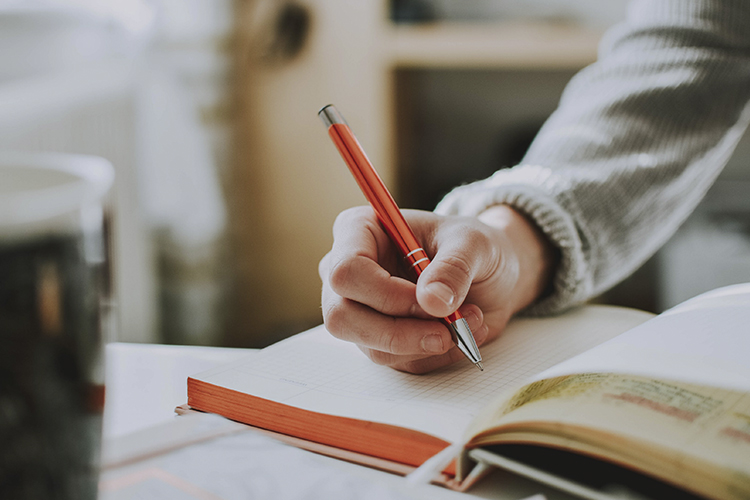 Claves para escribir la sinopsis de tu libro