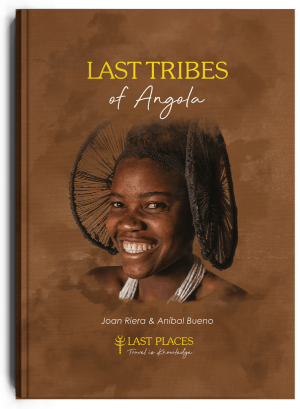 Last tribes of Angola, libro de Aníbal Bueno y Joan Riera